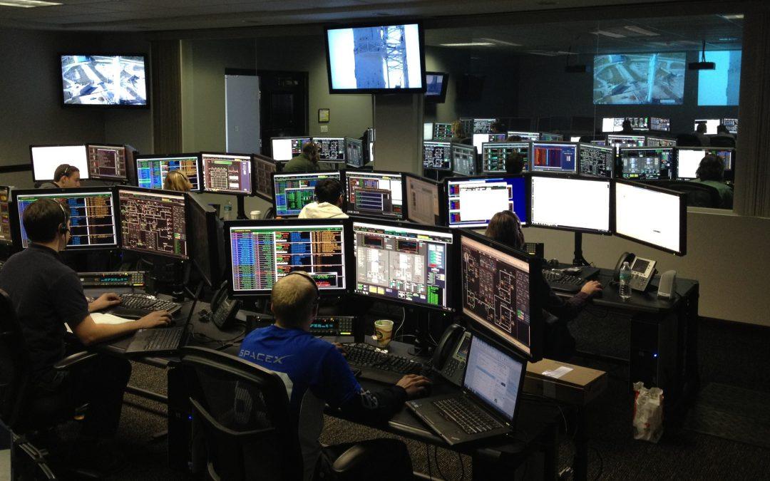 men-working-at-night-256219